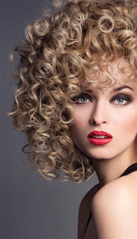 pelo con espiral 10 consejos para cuidar el pelo rizado bellezapura