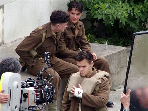 film dunkirk christopher nolan harry styles looks very handsome with shorter do and army