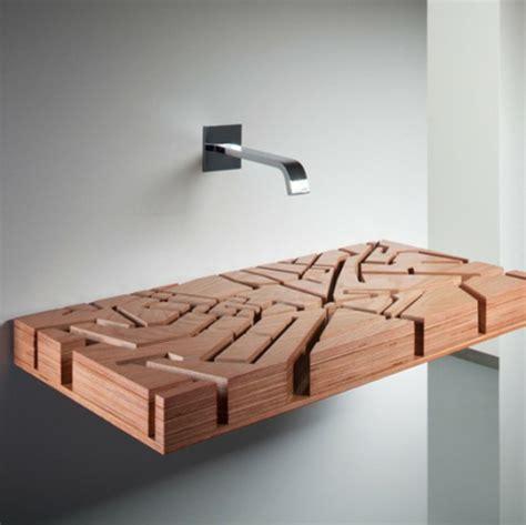 holz waschbecken holz waschbecken design das an eine gew 228 sserkarte erinnert