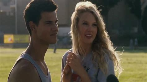 film one day kiss taylor swift and taylor lautner in valentine s day movie