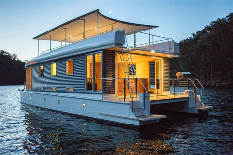 boats you can live on 10 reasons to live on a houseboat little houses