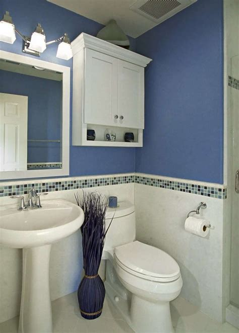 decorating a small bathroom in the simplest way on a tight
