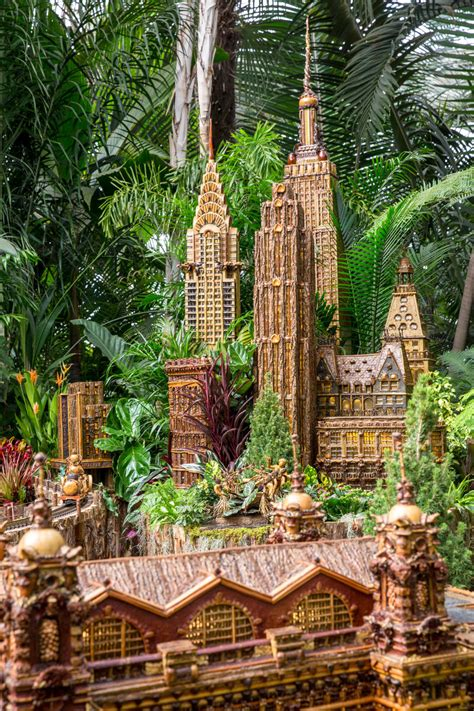 Nyc S New York Botanical Garden Holiday Train Show Returns New York Botanical Garden Show