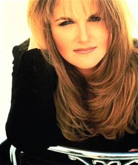 trisha yearwood shaggy hairstyle trisha yearwood garth brooks on pinterest trisha