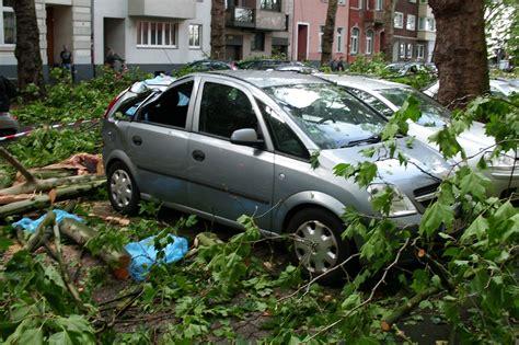 Auto Mit Der Günstigsten Versicherung by Sturmsch 228 Den Am Auto So L 228 Uft Das Mit Der Versicherung