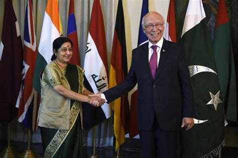 india pakistan peace talk india and pakistan try again to renew peace talks india