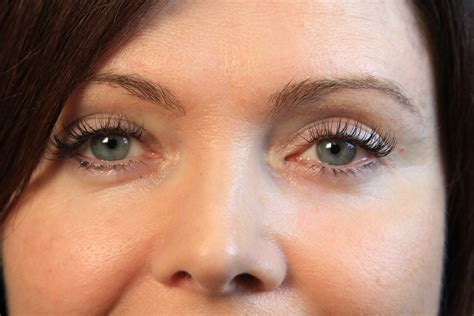 How To Apply Eye Lash Extensions by How To Apply Eyelash Extensions