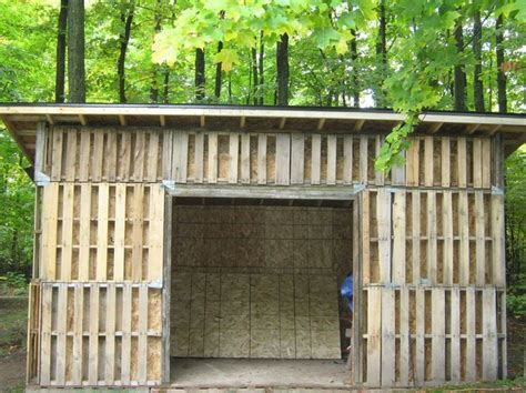 horse shelters    pallets pallet shed building