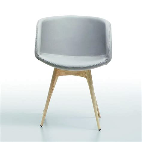 chaise simili cuir gris chaise scandinave grise midj avec accoudoirs sur cdc design