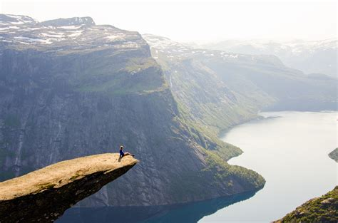 jaw dropping pictures  trolltunga norways legendary