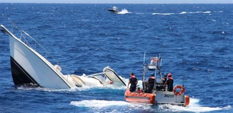 sinking boat canada sinked boat sinks ideas
