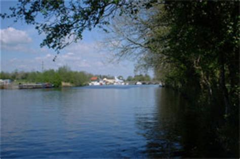 fishing boat hire dublin shannon river boat hire travel guide towns and villages