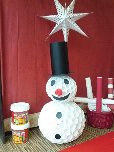 mueco de nieve con pocos vasos de plastico mu 241 eco de nieve hecho con vasos de pl 225 stico alavesa de