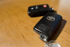 How To Change Battery In Toyota Key How To Change The Remote Key Battery For A Toyota Ehow