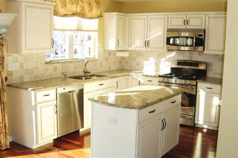 cream colored cabinets with brown glaze cream kitchen cabinets chocolate glaze quicua com