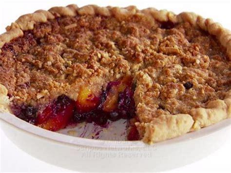 blueberry peach crumble the best ina garten recipes peach and blueberry crumb pie recipe giada de laurentiis