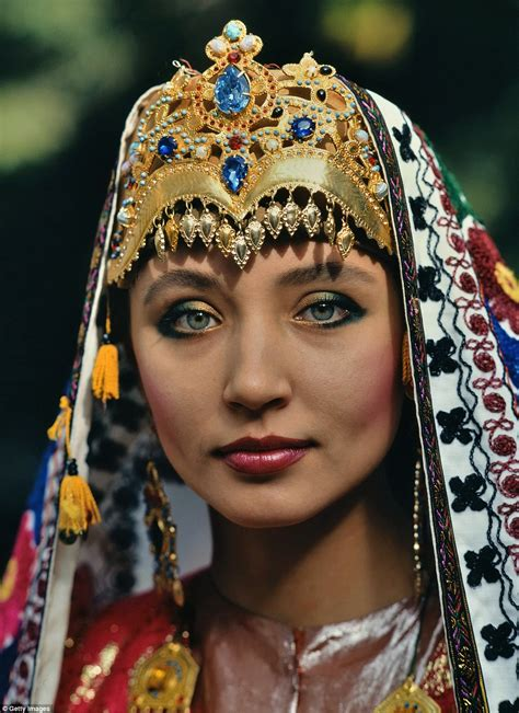 uzbek traditional dress women beautiful pictures show how traditional weddings look