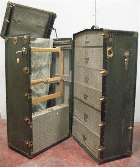 Steamer Wardrobe Trunk by Antique Oshkosh Wardrobe Steamer Trunk Key 1918 Yale