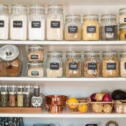 speisekammer sortieren ordnung in der speisekammer schaffen nettetipps de