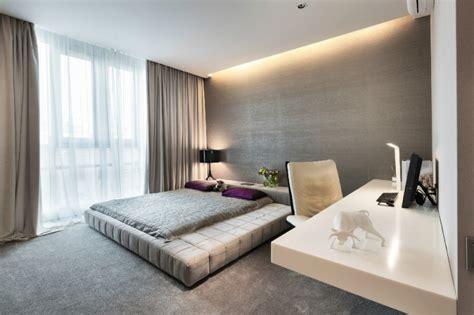 schlafzimmerwand beleuchtung ideen modernes schlafzimmer mit abgeh 228 ngter decke und led