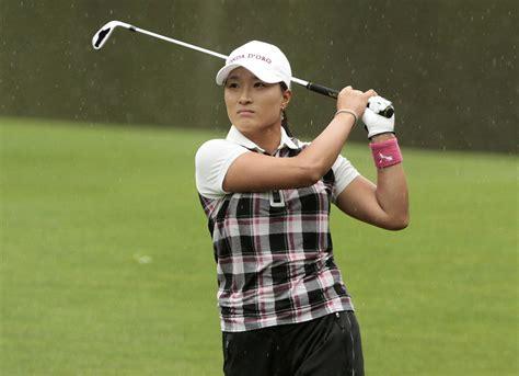 se ri pak golf swing soo jin yang leads lpga tournament see ri pak disqualified