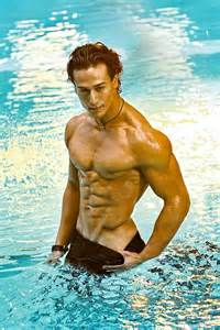 tiger shroff wins the fittest icon male title