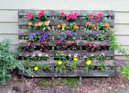 44328 Flowery Green how to make a pallet flower garden gardening