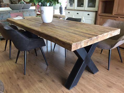 vierkante salontafel met kruispoot dikke teak tafel met stalen kruispoot