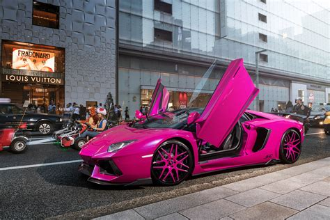 car lamborghini pink pink lamborghini aventador turns heads in carscoops