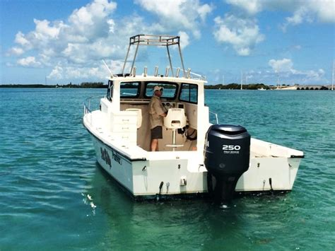 saltwater boats with cabin 1996 used parker 2520 xld sport cabin saltwater fishing