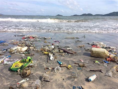 strand themenbäder plastik im meer am strand projekt gegen plastikmuell im