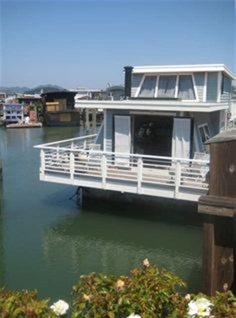 vrbo seattle boat floating homes on pinterest houseboats floating house