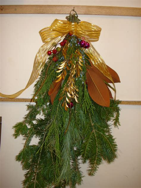 how to make xmas cedar swags how to make your own evergreen decorations di stefano landscapingdi stefano landscaping