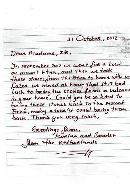 esempi di lettere in inglese ad un amico prendono sassi sull etna come souvenir poi li spediscono