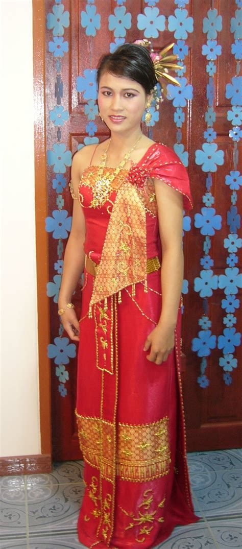 file traditional thai dress nusscharin at