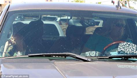 paris jackson jeep paris jackson si riunisce con sua madre debbie rowe