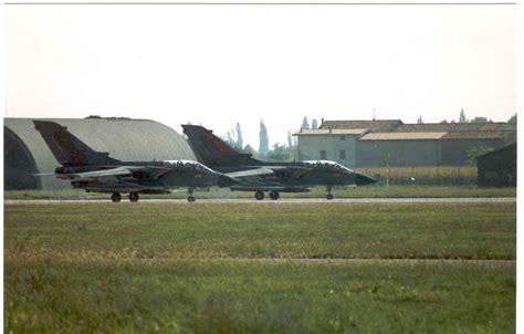 libreria resola brescia 9 9 95 i due aerei sulla pista di rullaggio foto di g