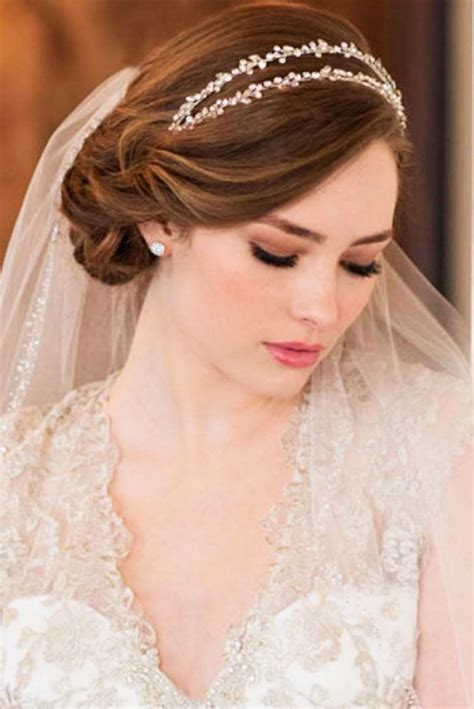Best 25  Bride short hair ideas on Pinterest   Wedding