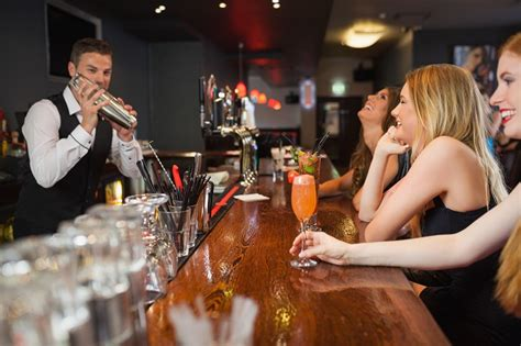 10 essential bar etiquette to be your bartender s best guest