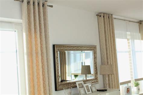 vorhänge modern wohnzimmer farbgestaltung fenster braun