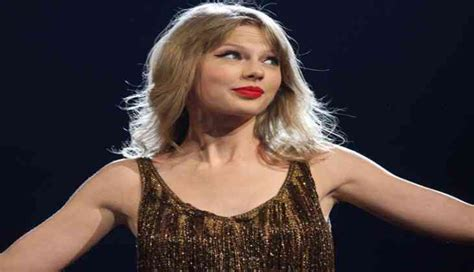 taylor swift billboard top 200 taylor swift s reputation retains the top spot in