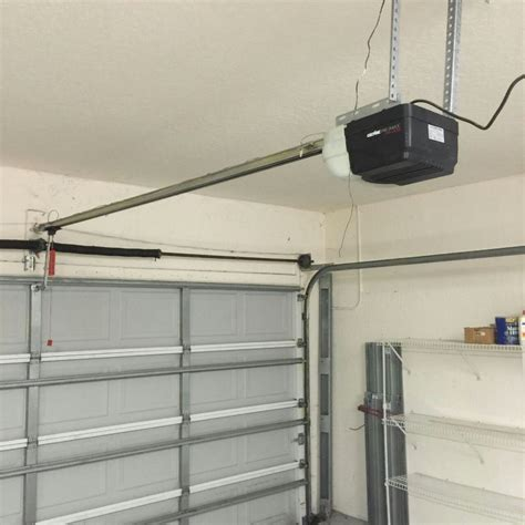 Garage Door Opener Companies by Genie Door Genie 1 25 Hp Ultra Stealthdrive Belt Drive Garage Door Opener With Battery