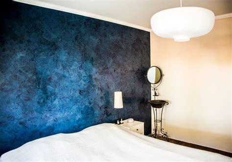 blue walls schlafzimmer blue marmorino wall in bedroom klassisch modern