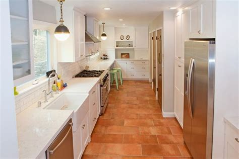 white cabinets  white marble countertops contrast