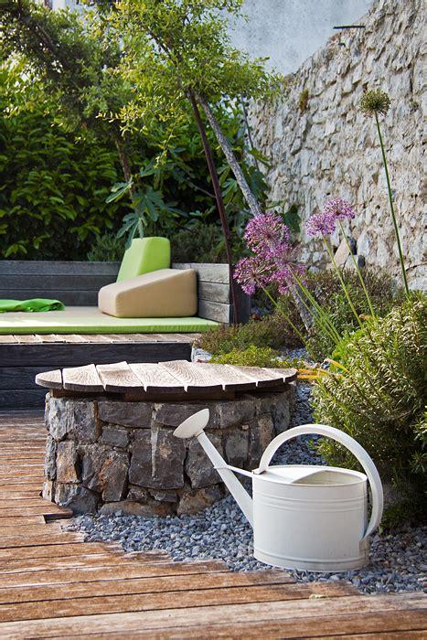 giardino roccioso mediterraneo un giardino roccioso con angolo relax e barbecue casa e
