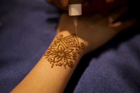 where can you get henna tattoo kits here s why you should get a henna i get a henna