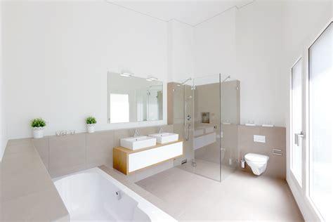 hängende wandplatten badezimmer platten bohren speyeder net verschiedene