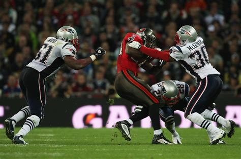 Cadillac Williams Nfl by Cadillac Williams Photos Photos New Patriots V