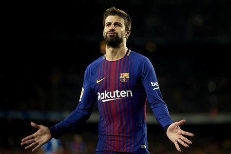 gerard pique barcelona defender gerard piqu 233 extends contract until 2022