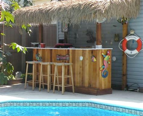 tiki bar ideas for the backyard patio and pool area http